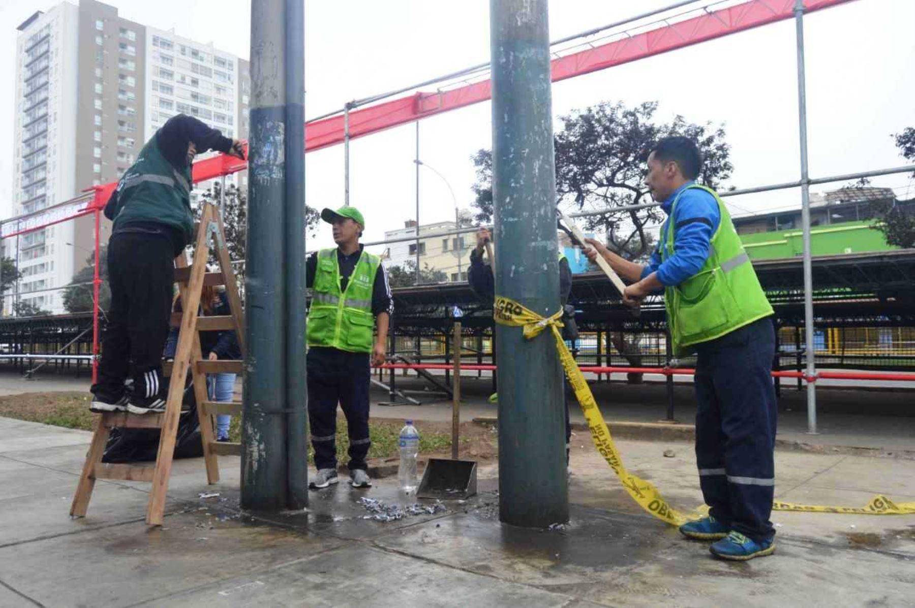 Fiestas Patrias: inician limpieza de Av. Brasil para la Gran Parada Militar
