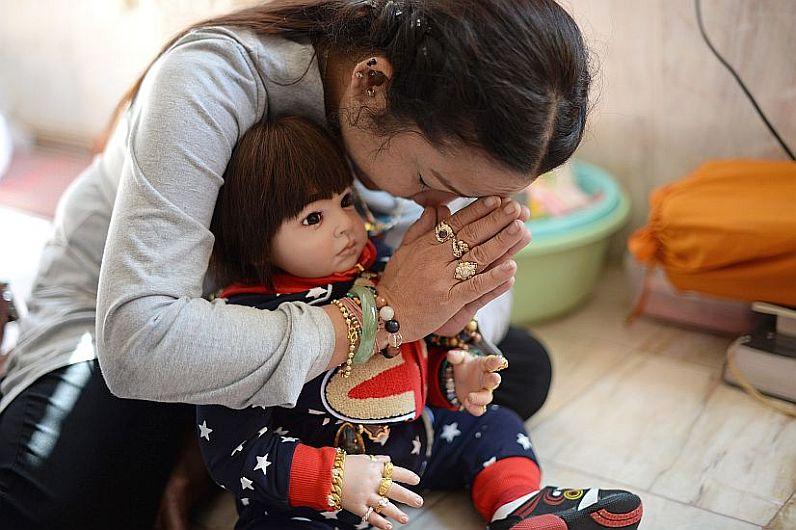 """Tailandia: ¿Qué esconden las inquietantes muñecas de la """"suerte""""?"""