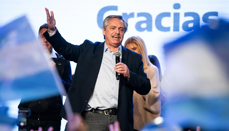Alberto Fernández sorprendió al ganar las elecciones primarias y ahora es el principal candidato a tomar la presidencia de Argentina. (Foto: AFP)