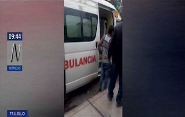 Captan a conductor de ambulancia utilizando vehículo como transporte público | VIDEO