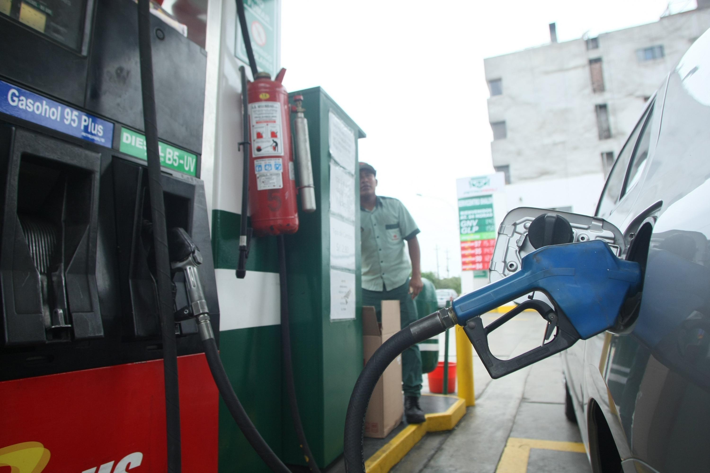 Petroperú y Repsol suben precios de combustibles hasta en 1.3%, afirma Opecu