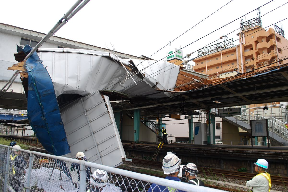 This picture shows the damaged roof of Higashi Chiba station caused by typhoon Faxai in Chiba on September 9, 2019. - A powerful typhoon with potentially record winds and rain battered the Tokyo region on September 9, sparking evacuation warnings to tens of thousands, widespread blackouts and transport disruption. (Photo by jiji press / JIJI PRESS / AFP) / Japan OUT