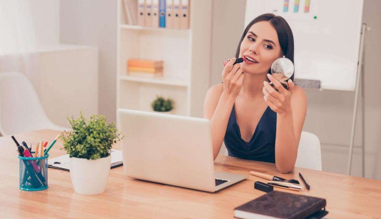 Cinco pasos para conseguir un 'make up' ideal para el trabajo