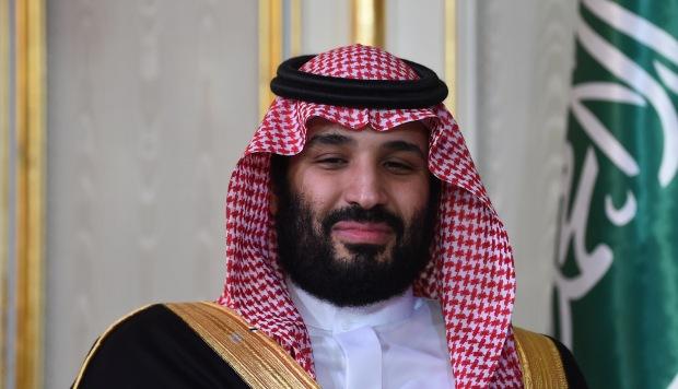 Juzgan en París a hermana del príncipe heredero saudita por golpear a empleado