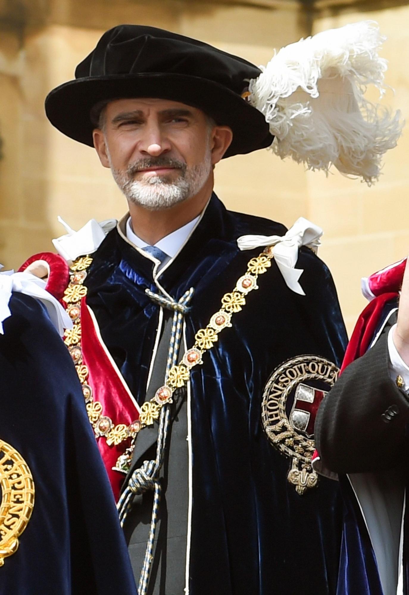 El rey Felipe VI, tras ser investido este mediodía nuevo caballero de la Orden de la Jarretera, la máxima distinción del Reino Unido. (Foto: EFE)