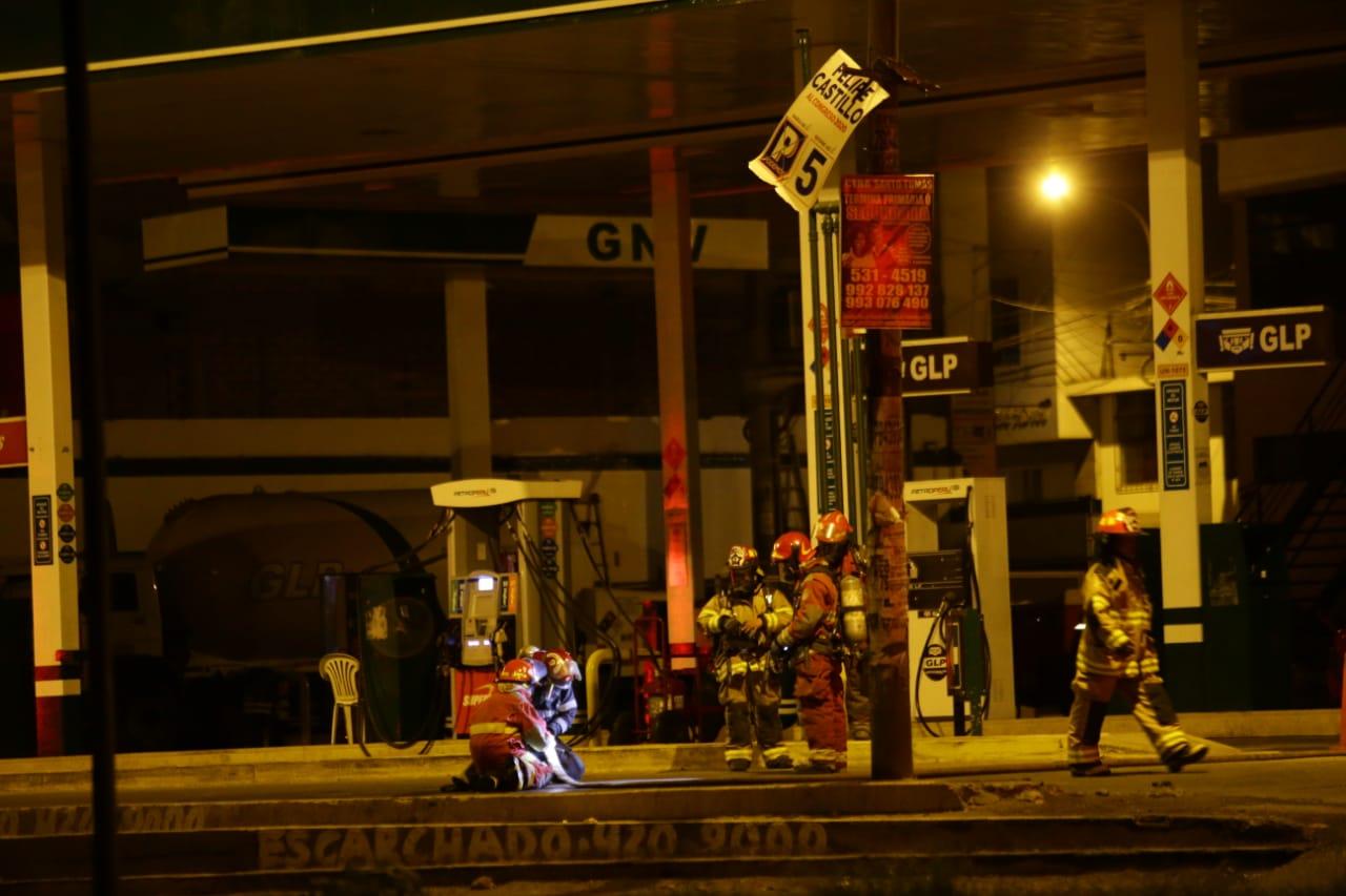 Los Olivos: alertan fuga de gas en un grifo ubicado en cruce de avenidas Universitaria y Carlos Izaguirre