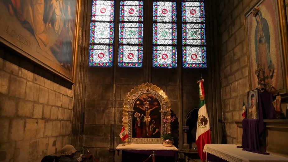 Notre Dame: la imagen del Señor de los Milagros se lucía en la Catedral
