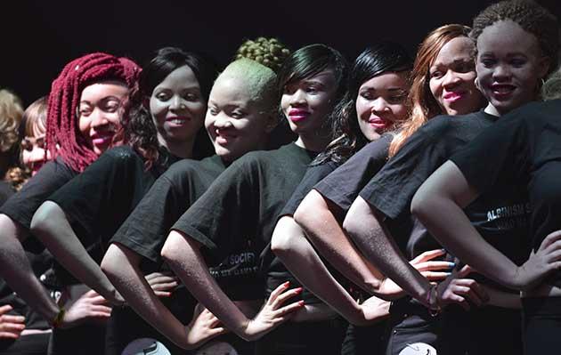 Un concurso de belleza de albinos en África contra los prejuicios