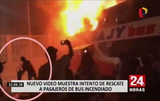 Nuevas imágenes revelan intento de rescate a pasajeros de bus que se incendió en Fiori   VIDEO