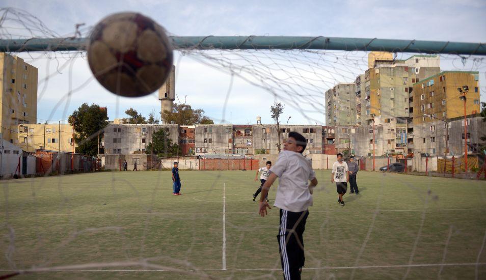 En el Fuerte Apache se inculca a los niños adolescentes practicar deporte. (Foto: AFP)