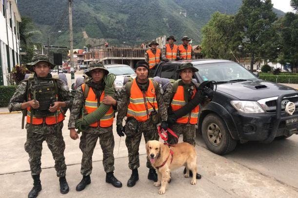 Pasco: soldados se suman a búsqueda de docente desaparecida por huaico