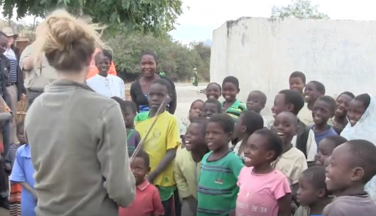 Niños escuchan por primera vez el sonido de un violín y cautivan las redes con sus reacciones