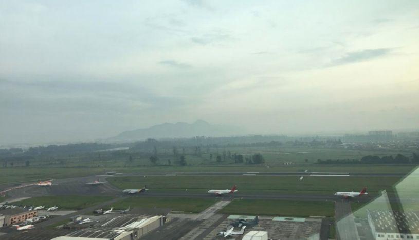 Paralizan operaciones en aeropuerto de Bogotá al confundir globo de helio con dron