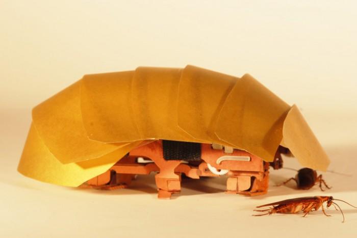 Robot inspirado en cucarachas para detectar a personas bajo escombros