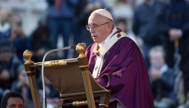 """El papa pide rechazar las apariencias mundanas y la """"cultura del maquillaje"""""""
