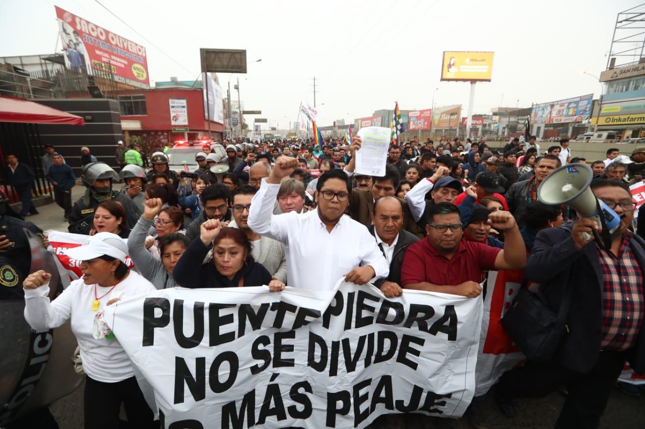 Cobros peajes: transportistas y vecinos de Puente Piedra marchan para exigir nulidad de contratos | FOTOS