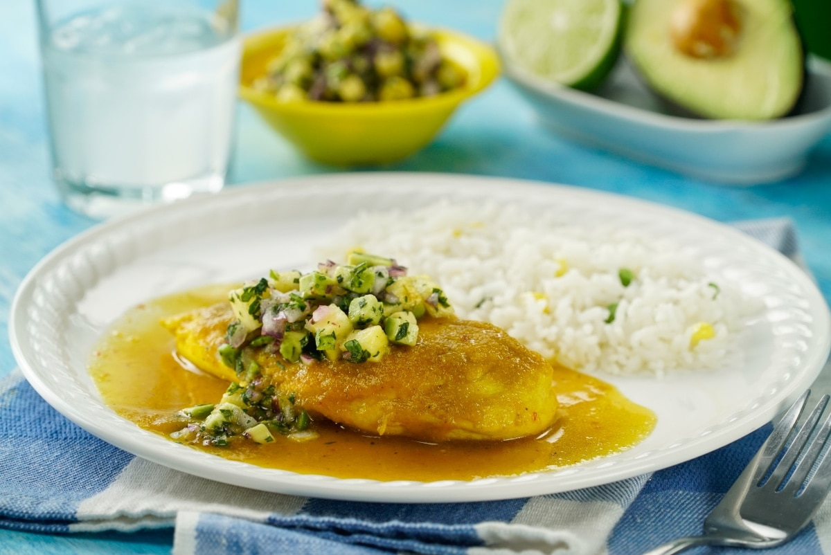 Pollo en sarsa de piña y palta, un platillo ideal para tu almuerzo de verano