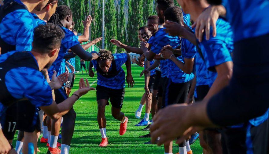 André Carrillo fue 'bautizado' en su primer día de entrenamientos tras fichaje por Al Hilal | FOTOS