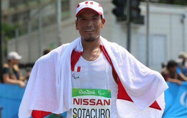 ¡Histórico! Peruano Efraín Sotacuro es el número 3 del mundo