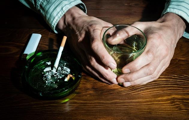 ¿Te antoja fumar cuando bebes?