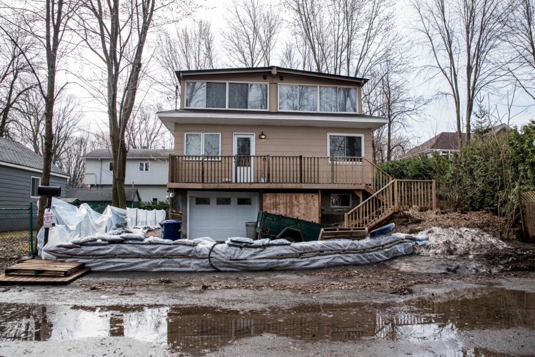 Miles de evacuados y casas bajo el agua por inundaciones en Canadá