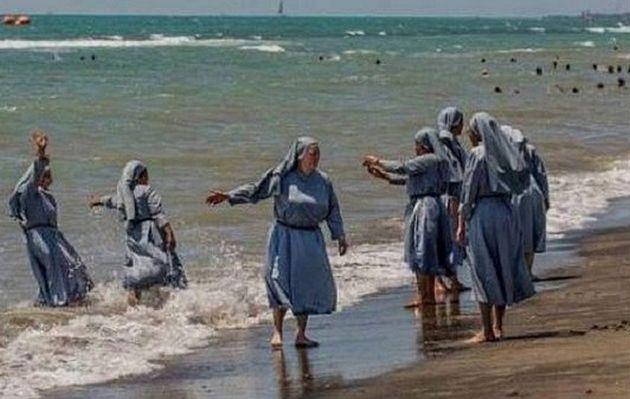 Italia: polémica por fotos de monjas en la playa publicadas por un imán