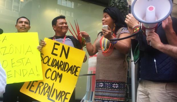 """Indígenas brasileños denuncian en Nueva York """"tragedia"""" del gobierno Bolsonaro"""