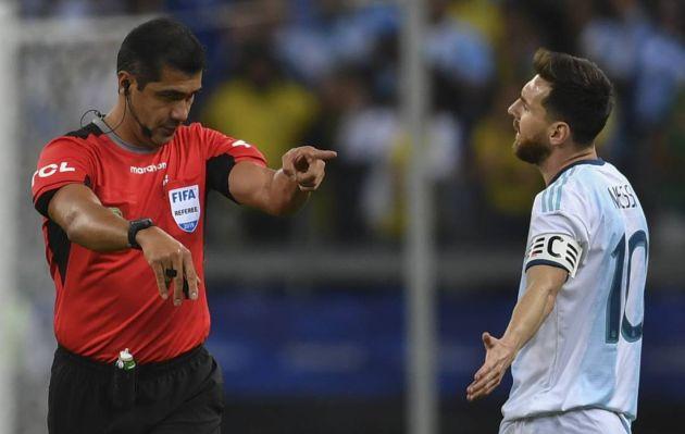 Árbitro del Argentina-Brasil: Dicen que nunca hablé con el VAR, sí hubo comunicación