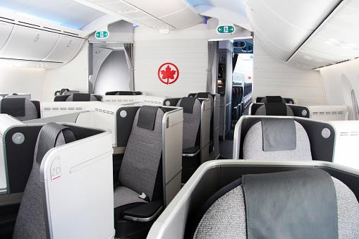 Canadá: Mujer se queda dormida durante su vuelo y despierta a oscuras dentro del avión vacío. (Getty)