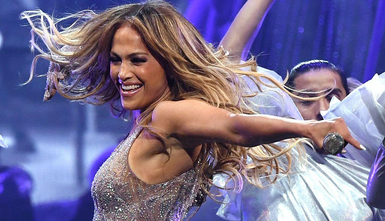 Mamá de Jennifer Lopez se roba el show con inesperado baile en su último concierto | FOTOS Y VIDEO