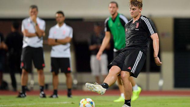 Matthijs de Ligt realizó su primer entrenamiento como jugador de Juventus en Singapur