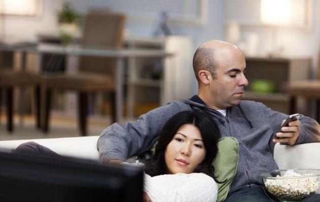 ¿Quiere mantener una buena relación de pareja? Abandone Twitter