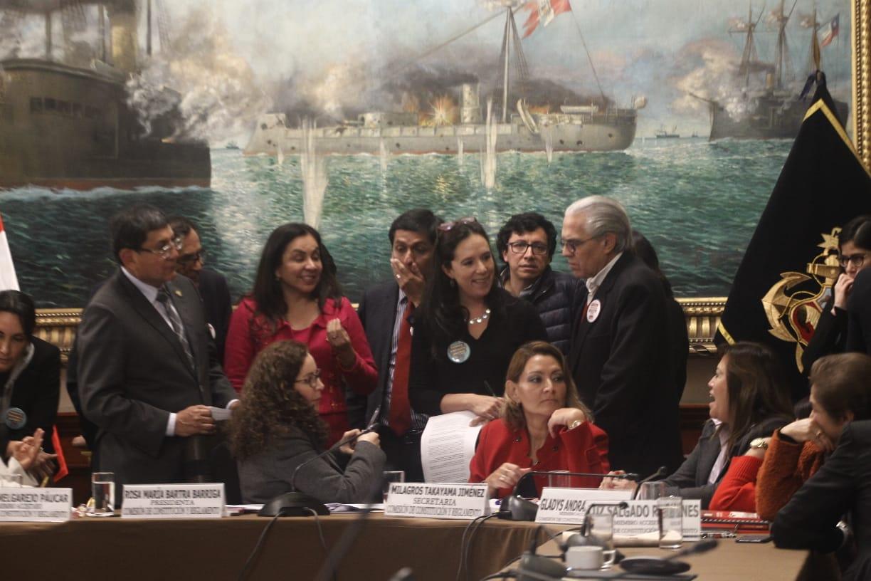 Comisión de Constitución aprueba dictamen que promueve paridad y alternancia