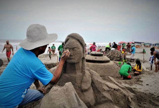 Playa de Chilca exhibe esculturas de arena