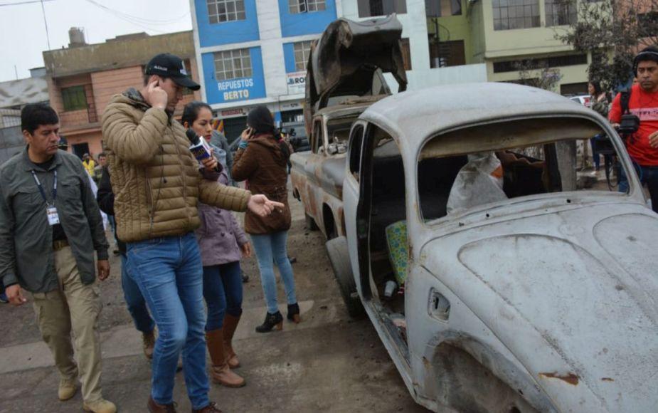 Decenas de autos mal estacionados y abandonados en La Victoria son enviados a depósito | FOTOS