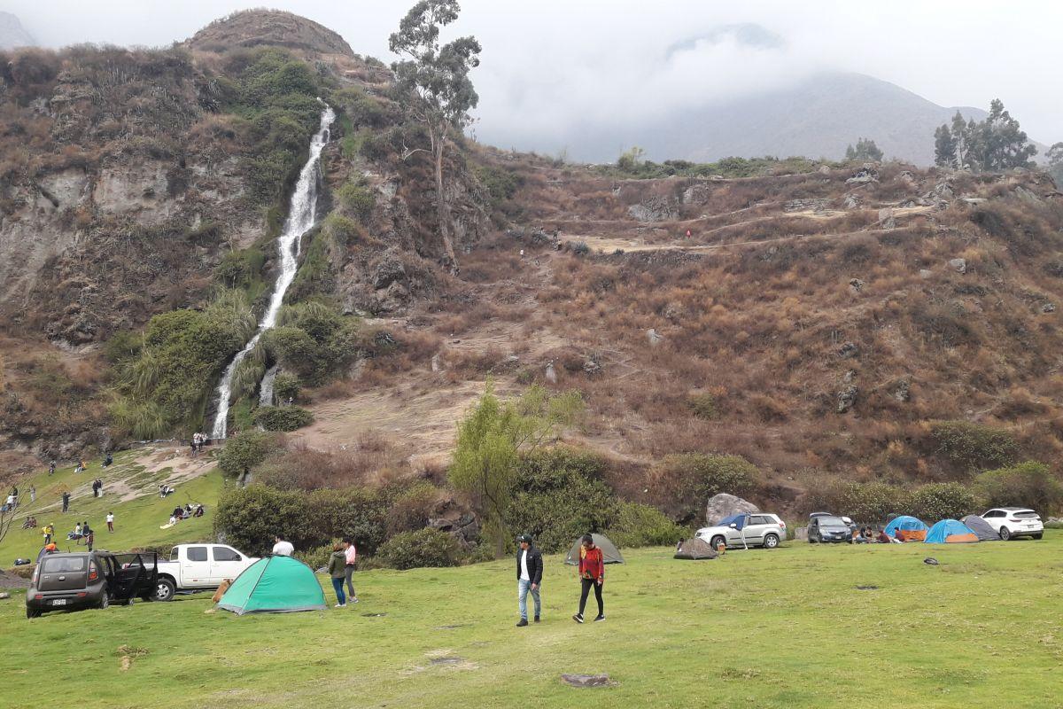 El plan perfecto de acampar frente a una catarata a solo tres horas de Lima