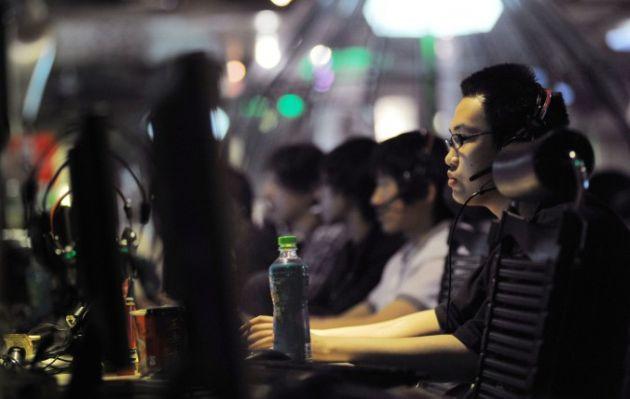 China: Mujer dada por muerta pasó 10 años jugando en cabinas de Internet