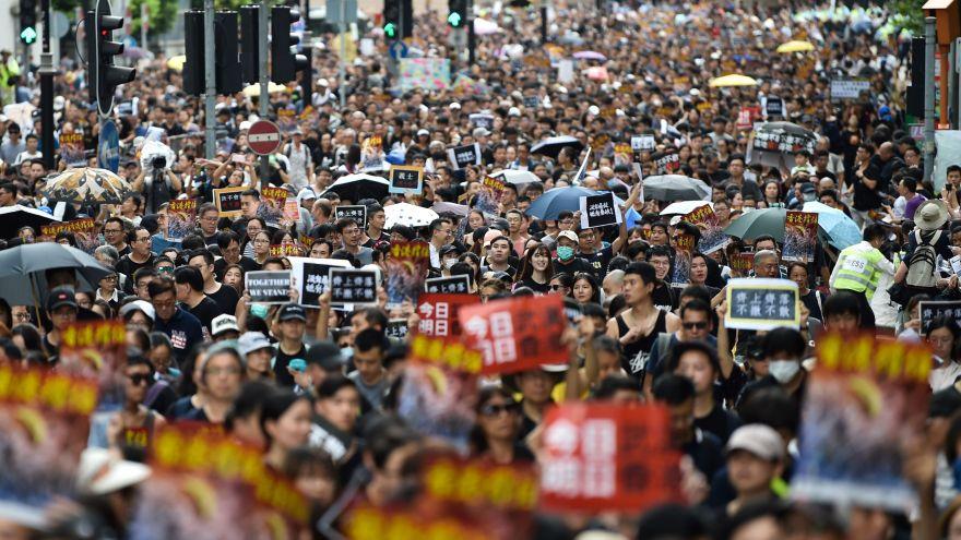 Muchedumbre toma las calles de Hong Kong en una nueva marcha contra ley extradición