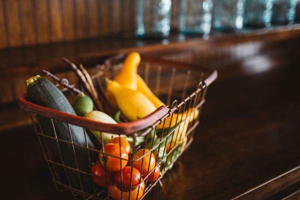 ¿Cómo elegir las frutas y verduras de manera correcta al realizar las compras?