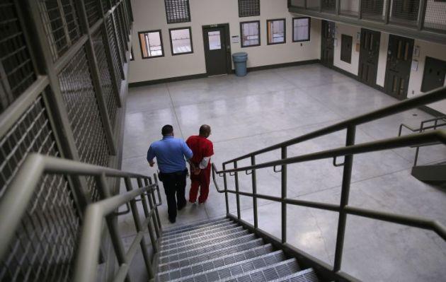 Inspección detecta condiciones deplorables en cárcel para inmigrantes en Estados Unidos