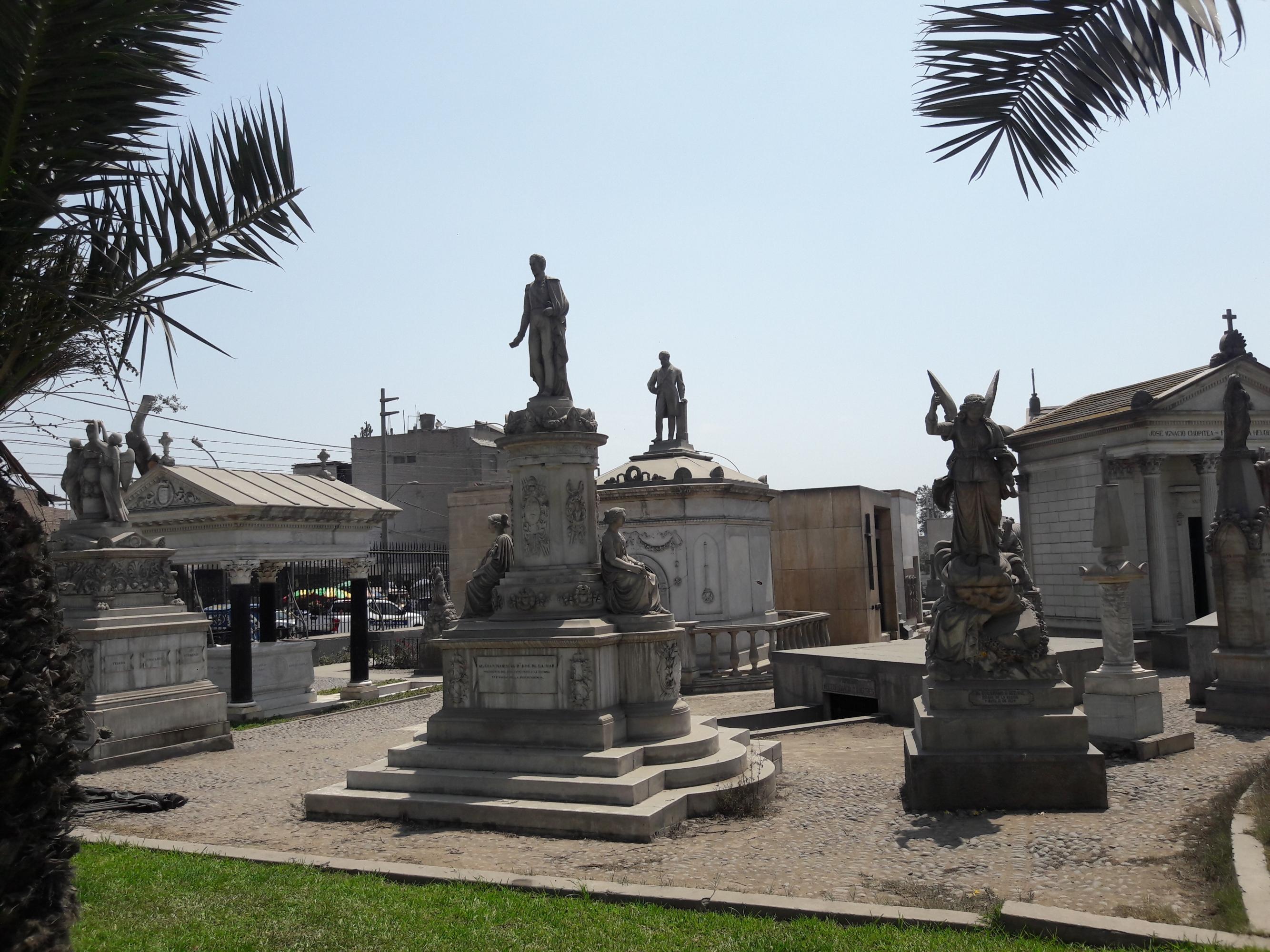 Un recorrido por el Cementerio Presbítero Maestro, el más antiguo de Lima