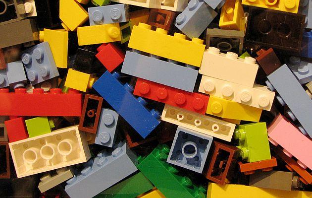 LEGO: 20 datos del juguete que ahora conquista el cine