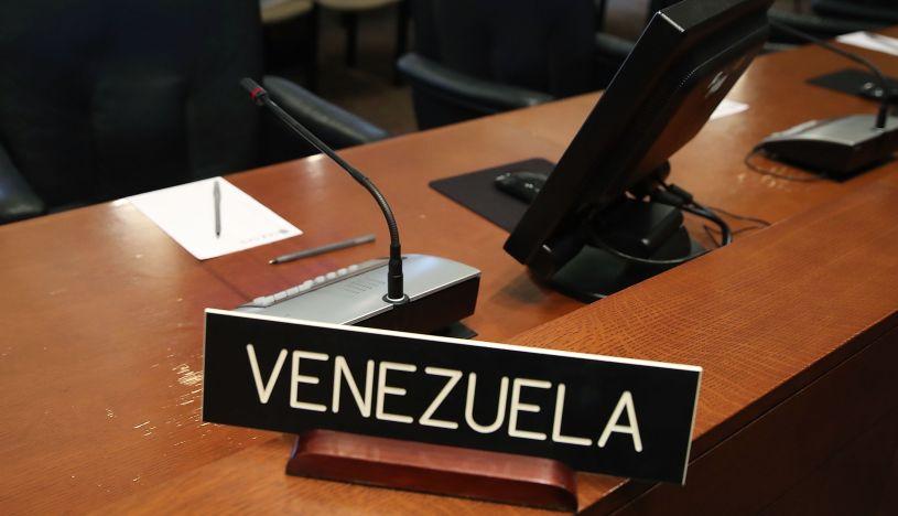 """El """"misterio"""" del cartel de Venezuela en la OEA"""
