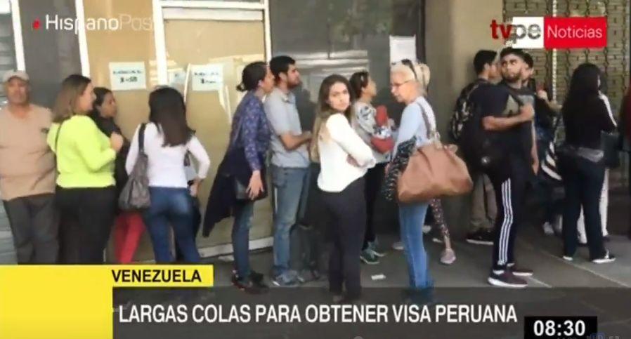 Venezolanos hacen largas colas en consulado peruano a espera de obtener visado humanitario