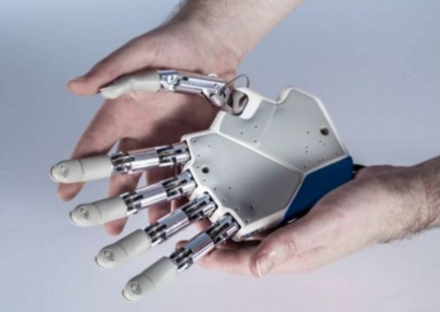 Una mano biónica que siente como una real