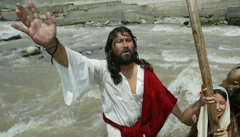 'Cristo Cholo' se encuentra hospitalizado tras caer del tercer piso de su casa