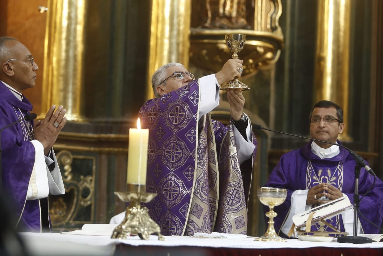 Arzobispo de Lima pidió al Señor de los Milagros por la Nación