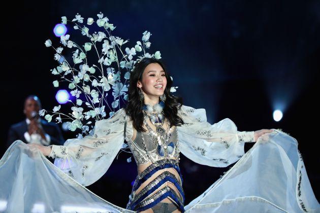 Victoria's Secret: Modelo cayó durante pasarela en Shanghái [VIDEO]