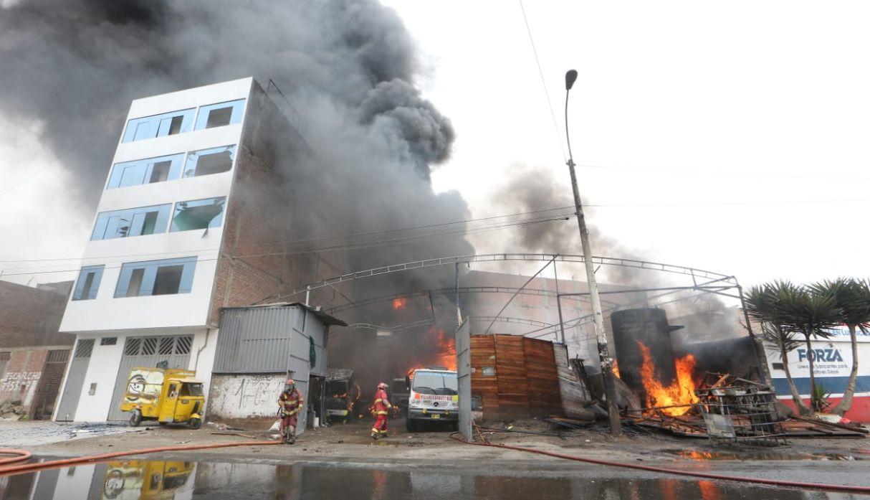SMP: imágenes del incendio que dejó al menos un muerto y dos heridos | FOTOS