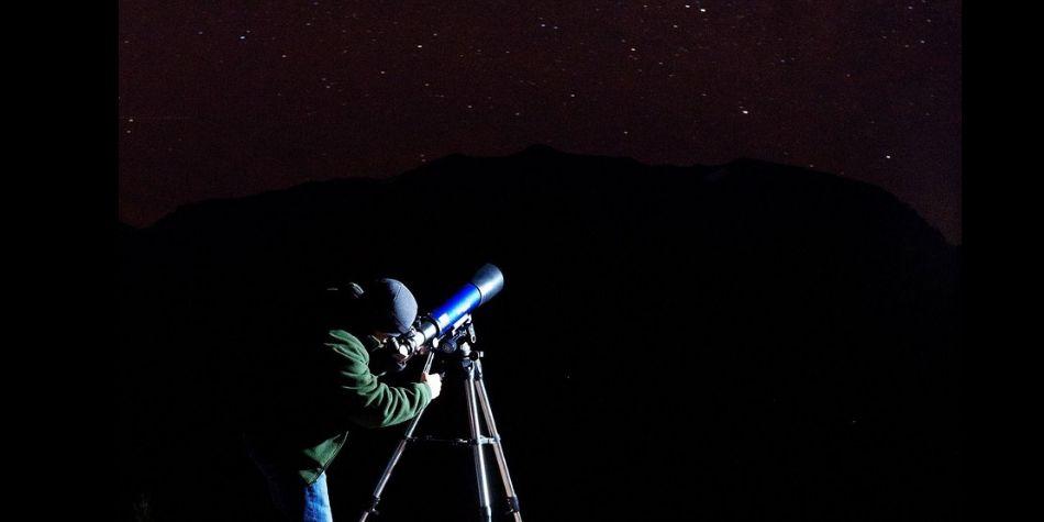 Día de la Astronomía: Público podrá ver la luna y las estrellas a través de telescopios en el Campo de Marte